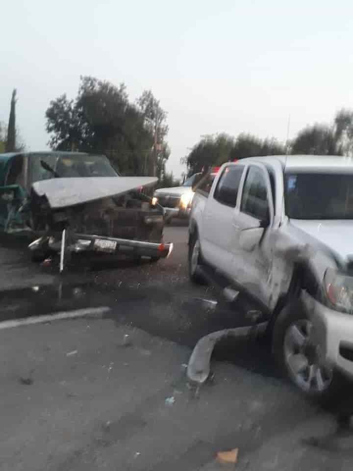 Dos camionetas se impactaron de frente