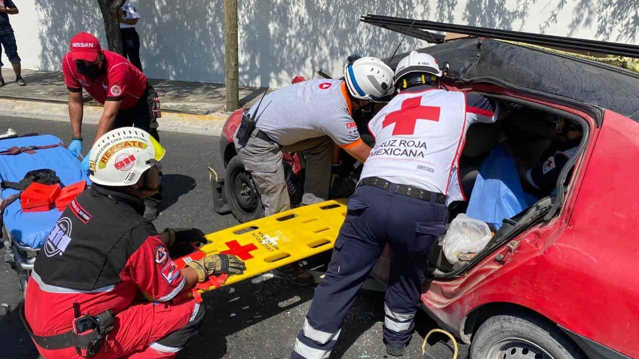 EL conductor resultó lesionado y quedó atrapado entre los hierros retorcidos