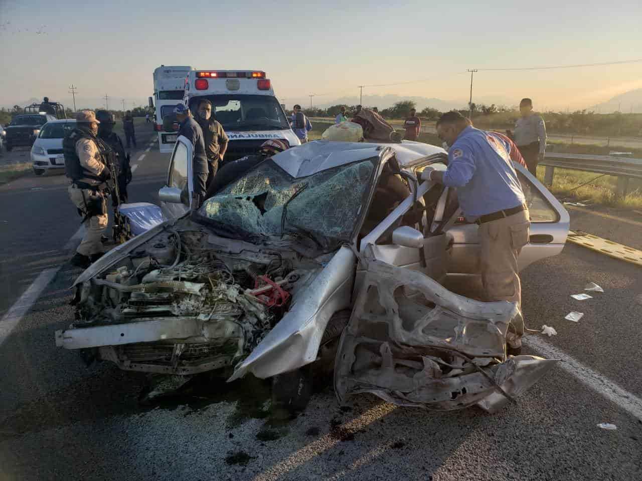 Tres personas resultaron lesionadás en el aparatoso accidente